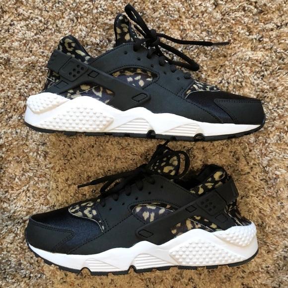 new concept ed9e2 a8aba Women s Nike huaraches. Leopard, black, white. M 5c4a2e48aa8770da0c1c49f5